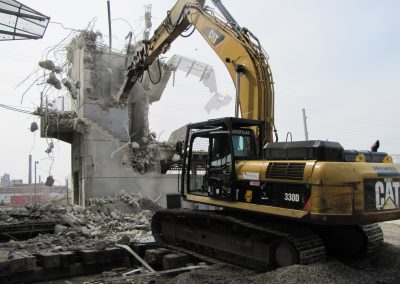 St_Louis_MetroLink_-_Grand_Station_elevator_tower_demolition
