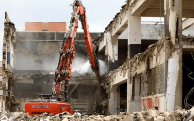 Travaux de désamiantage et de déconstruction d'un ensemble de bâtiments industriels (ancien garage Citroën)